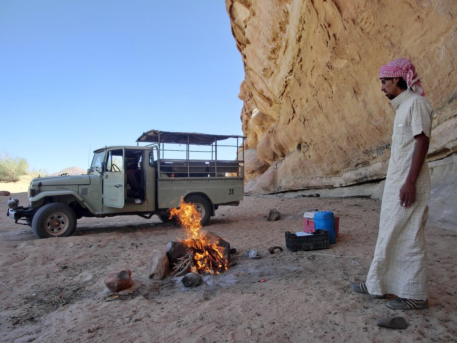 Wadi Rum - Verdientes Mittagessen im Schatten
