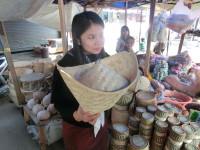 Die Sticky Rice Kultur in Laos. Und das schon zum Frühstück.