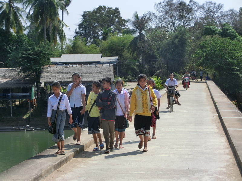 Laos Kids 4.000 Inseln