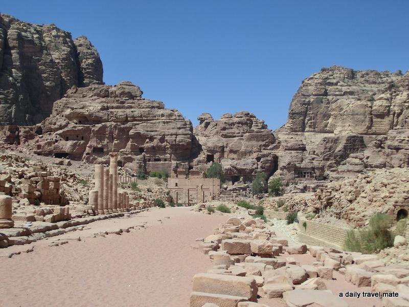 Petra Stadtzentrum (hinten rechts beginnt der Aufstieg zum Kloster)