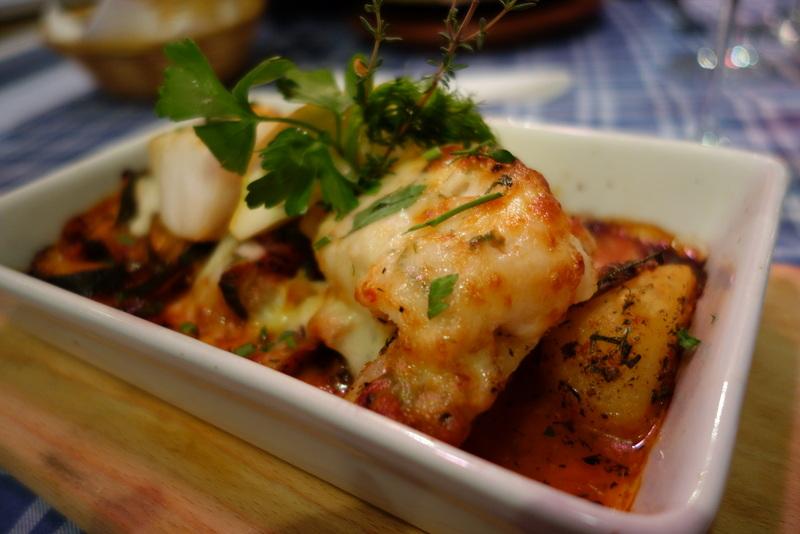 Dorsch Filet mit frischen Kräutern & Gemüse mit Mozzarella überbacken