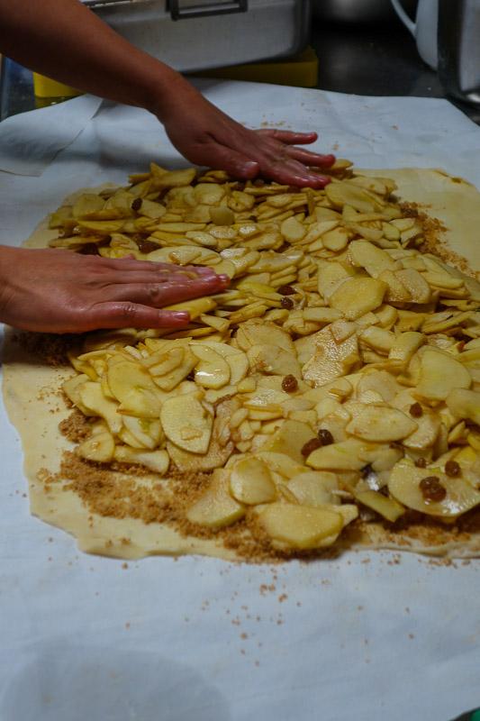 Apfelstrudel backen