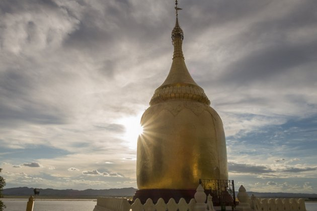 Myanmar Bagan Sonnenuntergang Bupaya Tempel