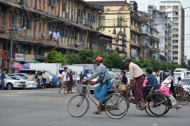 Myanmar Yagon Unterwegs in Yangon