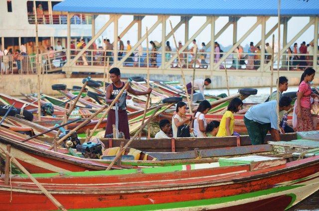 Myanmar Yangon Hafen und Fischerboote in Dala