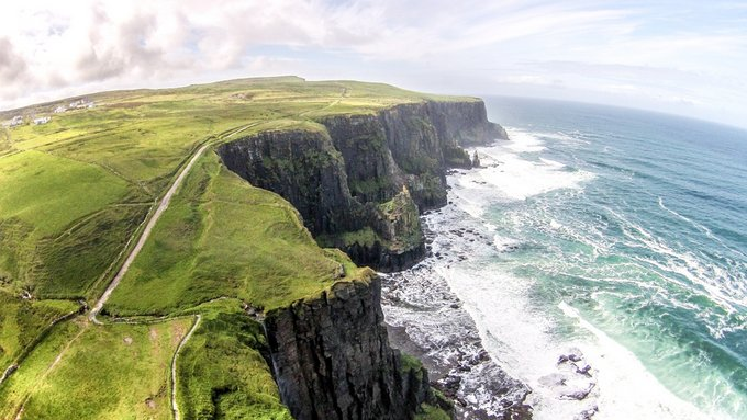 Outdoor Europa wetraveltheworld_cliffs-of-moher_coastal-walk