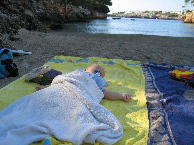 Interview Reisen mit Baby 4aufeinenstreich Mallorca Strand