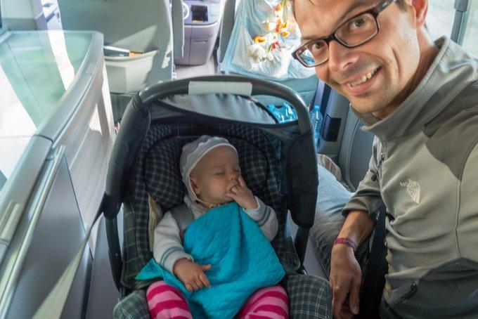 Reisen mit Baby schlafendes Baby