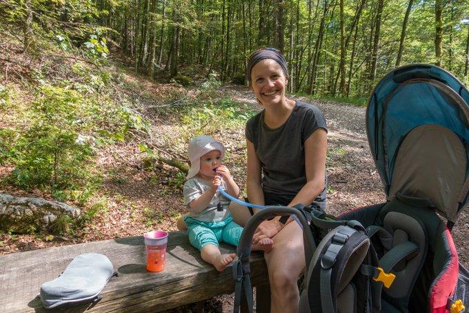 Wandern mit Baby Trinken