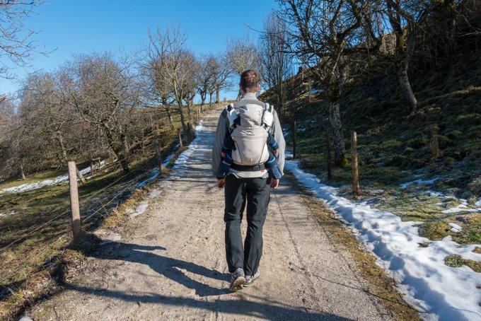 Wandern mit Baby im fast noch Winter