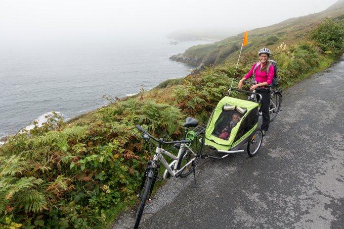 Connemara Skyroad mit Fahrrad und Kleinkind