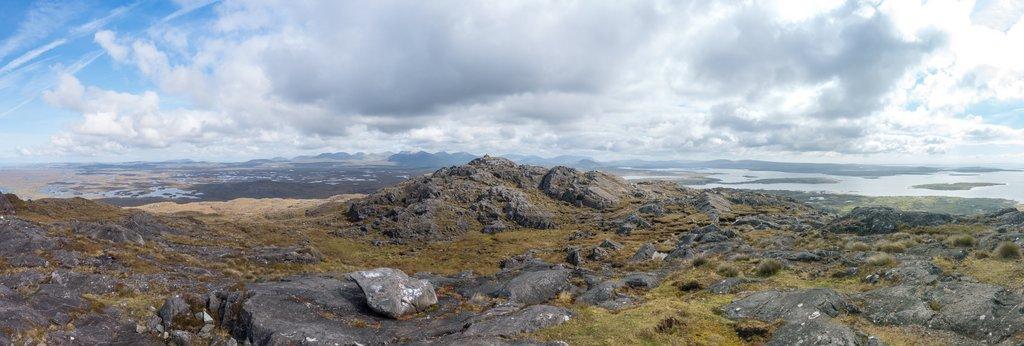 Wandern in Connemara Ausblick vom Errisberg