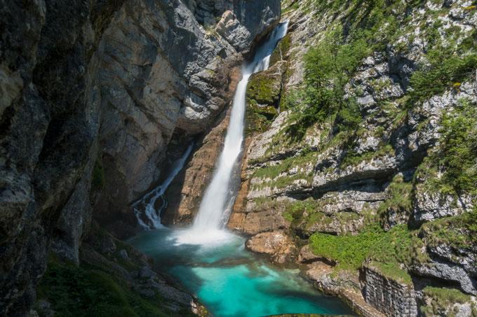 Wasserfall am Tag ohne Graufilter aufgenommen Stacking