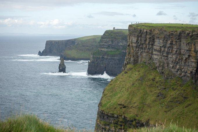 Roadtrip Irland Kleinkind Cliffs of Moher Panorama