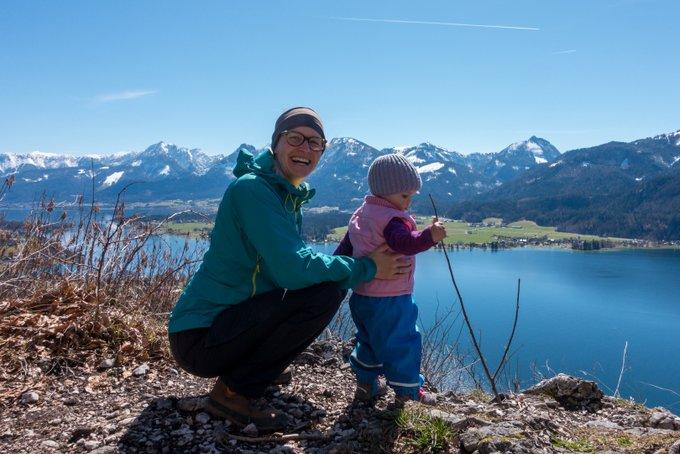 Gipfelglück mit Kleinkind - Vorsicht, dass sich der Nachwuchs nicht den Berg runterschmeißt