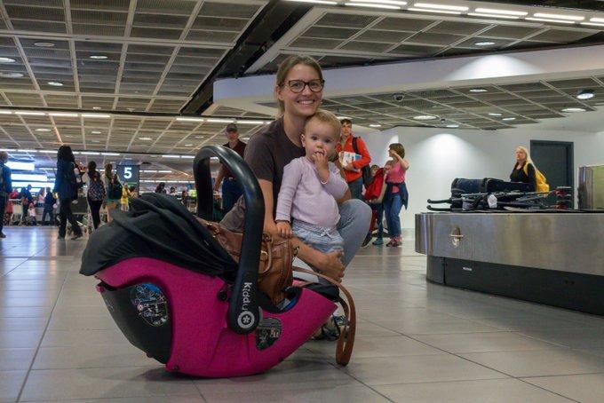 fliegen mit baby kleinkind handgep ck das muss bzw. Black Bedroom Furniture Sets. Home Design Ideas