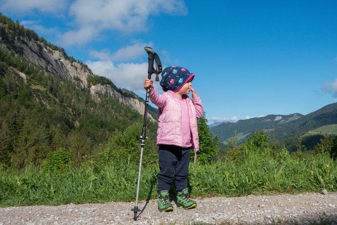 Packliste Hüttenübernachtung Kleinkind Wanderstöcke