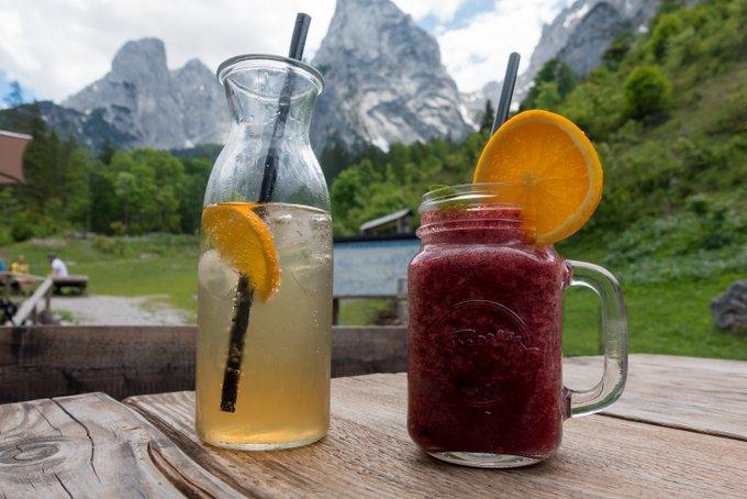 Wanderung im Kaisertal Getränke im Anton-Karg-Haus