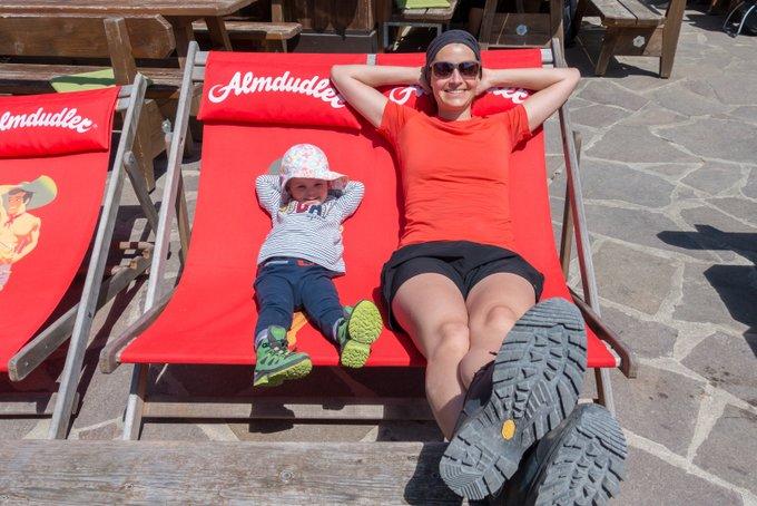 Wanderung im Kaisertal mit Kleinkind Entspannung auf der Ritzau Alm