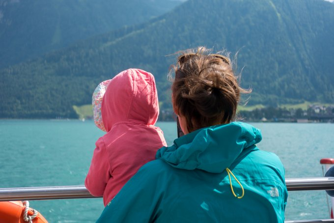 Schiffahren auf dem Achensee mit Kleinkind
