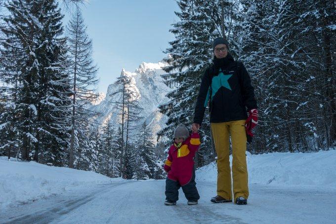 Wandern mit Kraxe im Winter