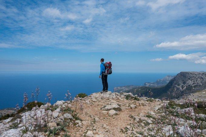 Wandern mit Kraxe kalter Wind auf Mallorca