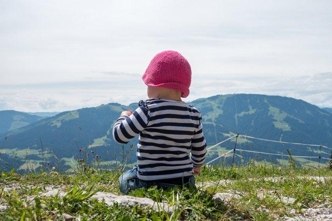 Wandern mit Kraxe und Kind Zeit für Entdeckungen