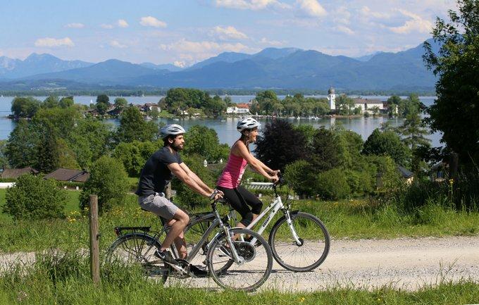 Reisetipps Chiemsee Radeln mit Blick auf die Fraueninsel