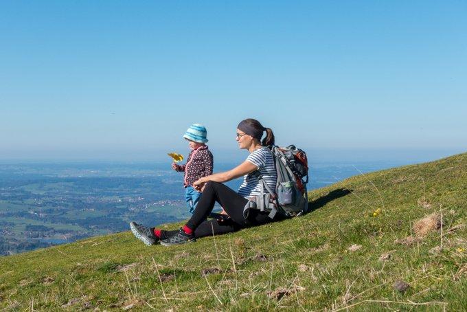 Wanderung Hörnle mit Kleinkind Aussicht genießen