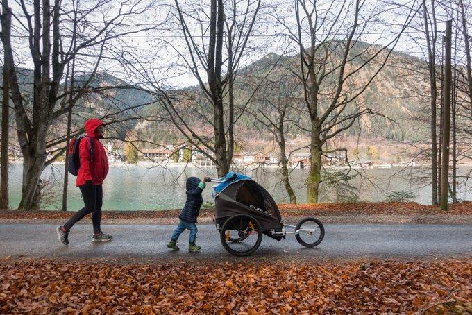Wandern mit Fahrradanhänger Walchensee