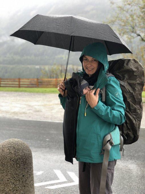 Alpenüberquerung mit Baby im Regen