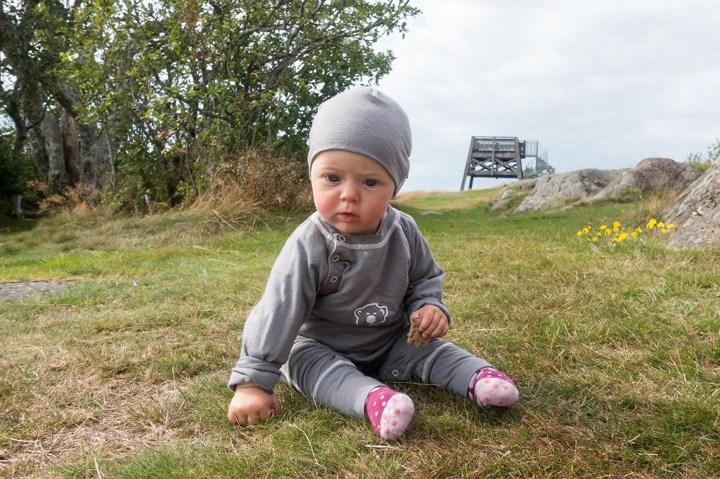 Baby Layer Jumpsuit beim Wandern
