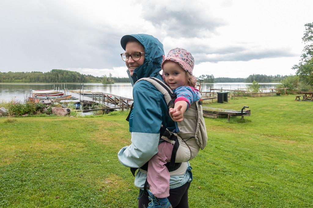Manduca Tragehilfe beim Wandern mit Kleinkind