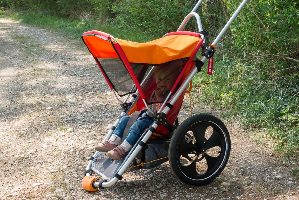 Outdoor Kinderwagen mit Kind