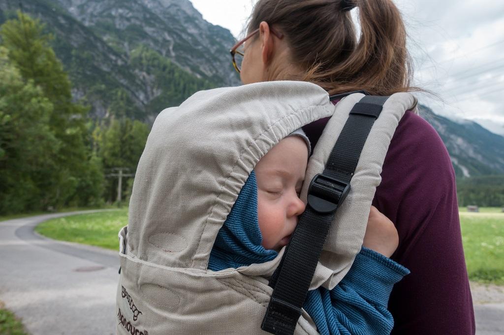 Tragehilfe Rückentrage Wandern mit Baby
