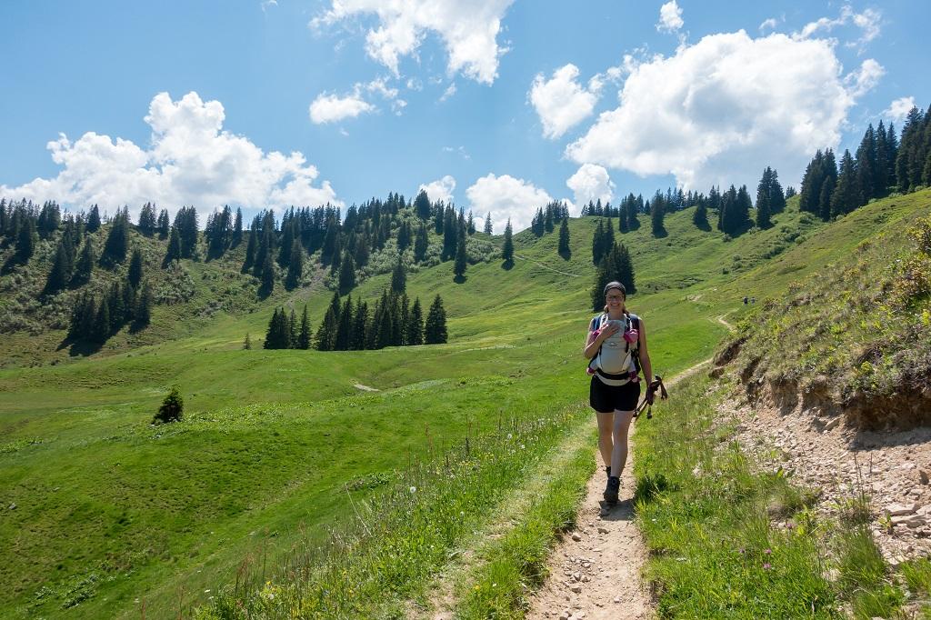 Wandern mit Trage im Sommer