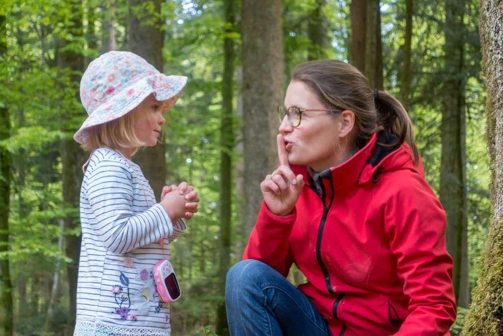 Wald hören mit Kindern