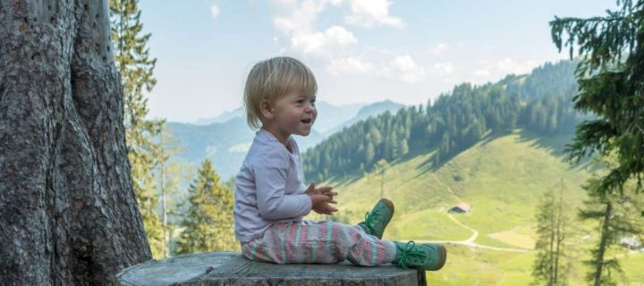 Wandern mit Baby: Was anziehen? Die richtige Babykleidung beim Wandern