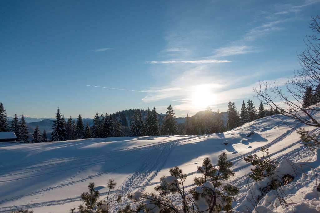 Sonnenuntergang Winterwanderung mit Kindern
