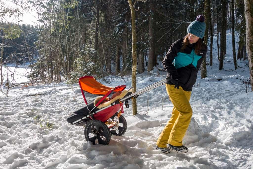Wandern im Schnee mit dem Hike Kid