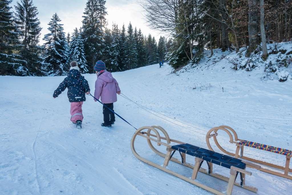 Wandern im Winter mit Kindern und Freunden