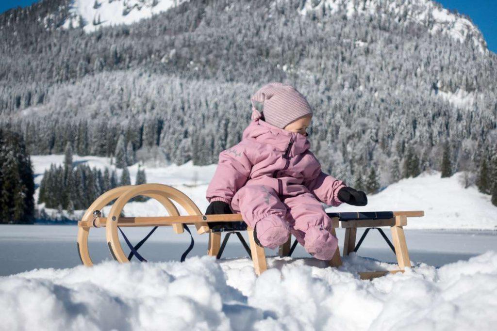Wandern im Winter mit Schlitten