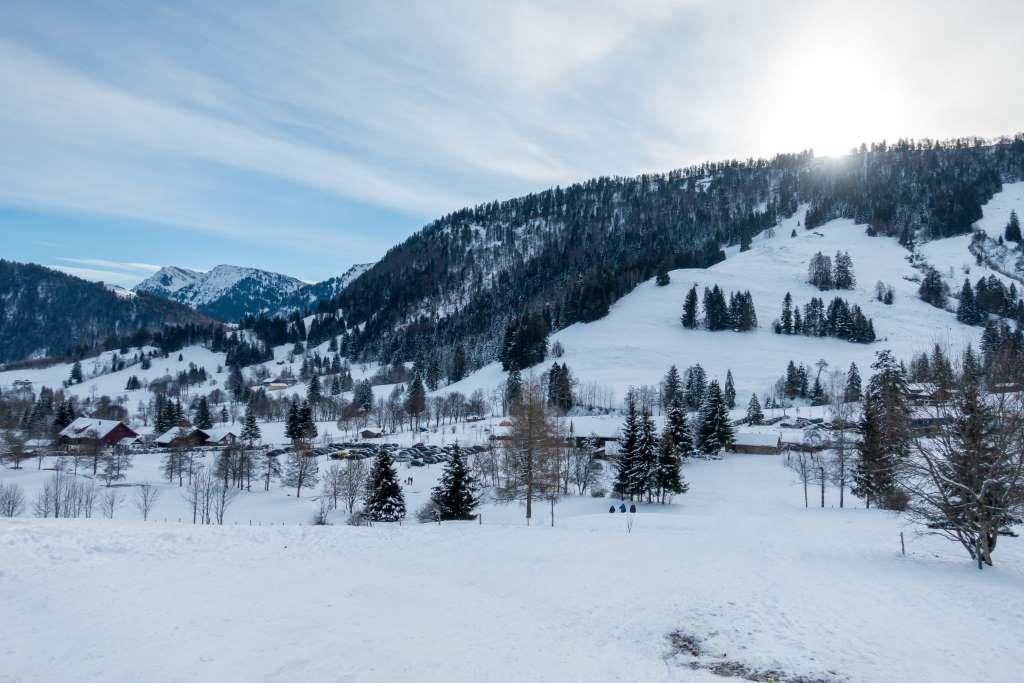 Wandern im Winter mit Sonne