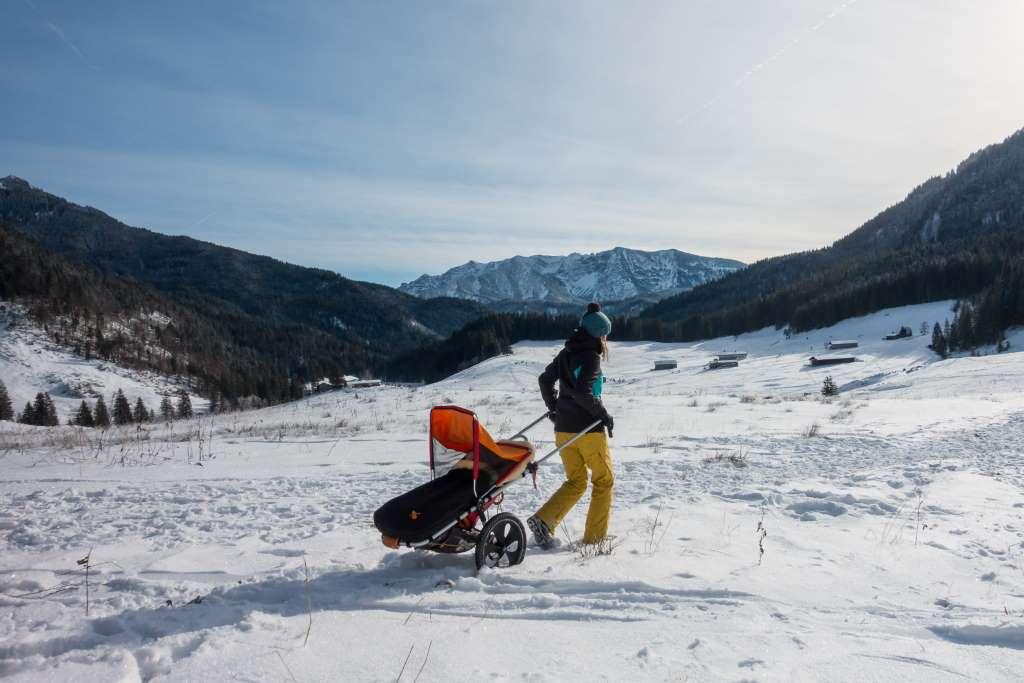 Wandern mit Kindern Winter Kinderwagen
