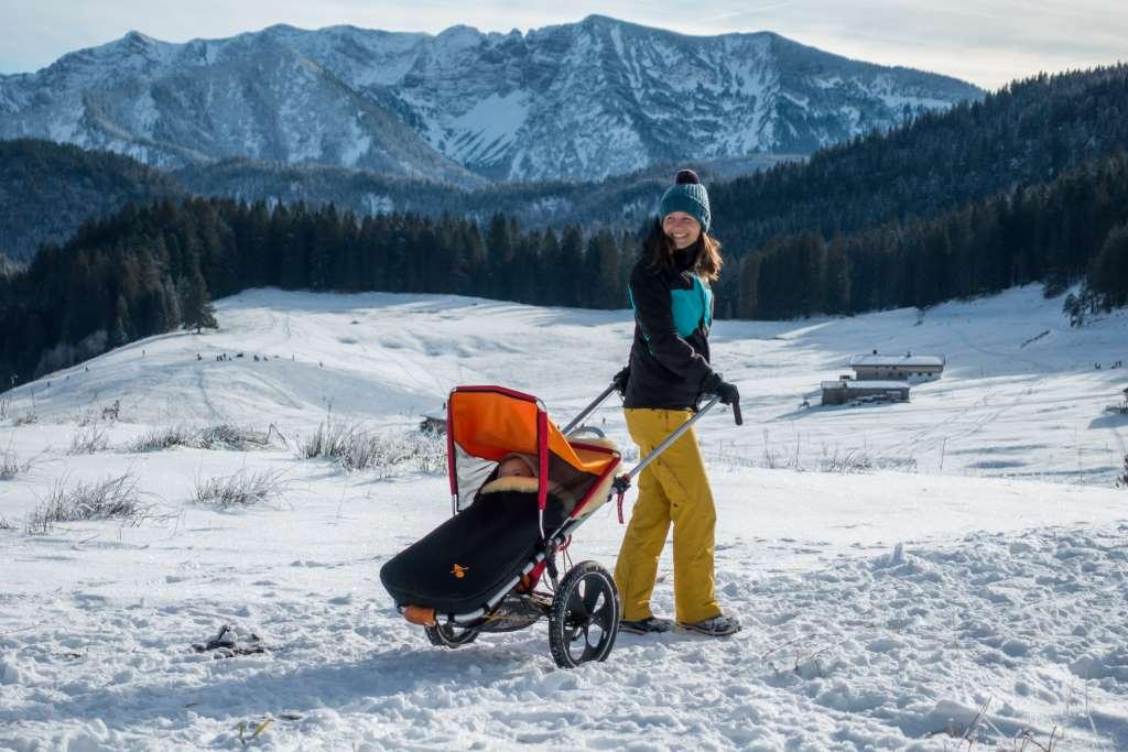 Wandern mit Kinderwagen im Winter
