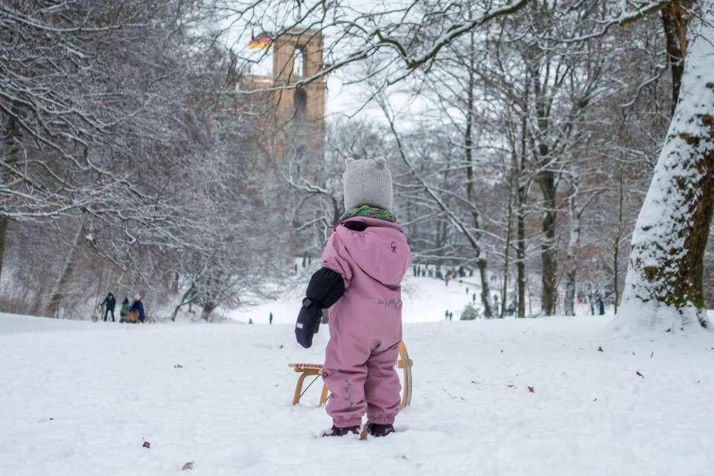 Beschäftigung Kinder draußen Winter
