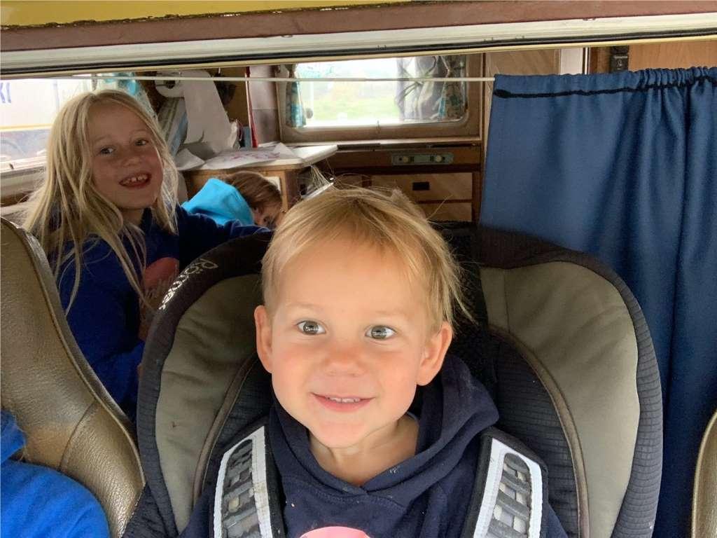 Beschäftigung Kindern Camping