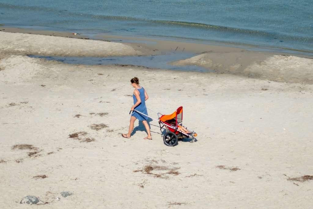 Outdoor Kinderwagen am Strand